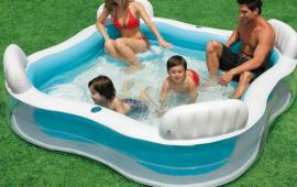 Family Pool With Seat